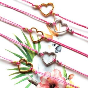 Armbandje hartje en roze macramé draad